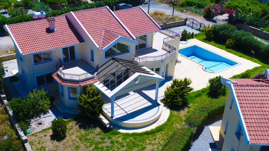 North Cyprus. Huge villa in Lapta in 300 m from the sea