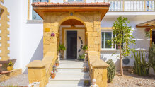 Large four-bedroom villa above the center of Kyrenia
