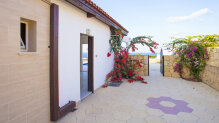 Newly built three-bedroom bungalow just 5 minutes to the sea