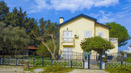 Villa with big green garden in Catalkoy