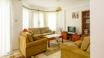 Cozy three-bedroom apartment in suburb of Kyrenia