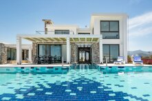 4 + 1 Villa in a newly built complex Esentepe