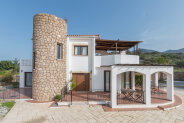 Comfortable villa with mountain views
